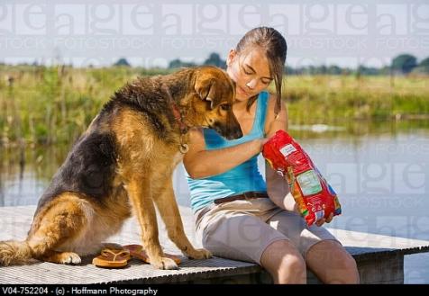 Kripa- Nuk quhet një ide e mirë nëse duke ngrënë disa patatina ti ndani ato me qenin tuaj. Konsumimi i kripës mbi normë, shkakton etje tek qeni juaj, duke cuar kështu në urin të shtuar si dhe helmim nga jonet e natriumit. Simptomat nga konsumimi i tepruar i kripës përfshijnë; vjellje, diarre, depresion, dridhje të trupit, ngritje të temperaturës trupore si dhe epilepsi. Mund të shkaktojë dhe vdekje.