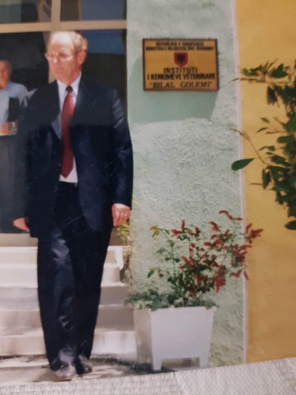 Profesor Kristaq Berxholi Momente gjate venies se emrit Dr Bilal Golemi